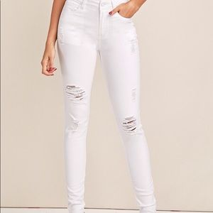 GARAGE WHITE RIPPED JEANS